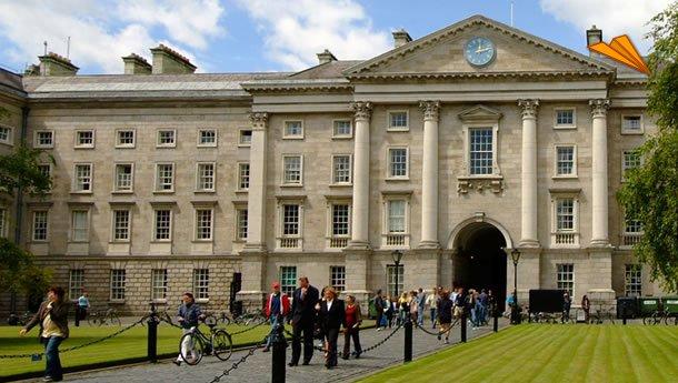 Turistas paseando por Dublín